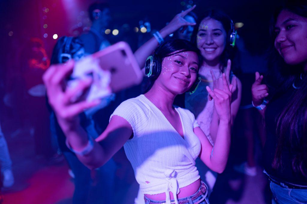 girls at club